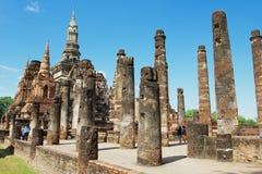 Ruines de visite de personnes de Wat Mahathat en parc historique de Sukhothai, Sukhothai, Thaïlande Photo stock