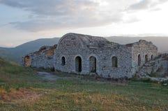 Ruines des murs de château, Berat, Albanie Photos libres de droits