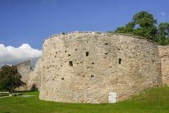 Ruines des murs de ville de Haapsalu photos stock