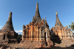 Ruines des pagodas antiques de brique de Shwe Indein Photo libre de droits