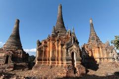 Ruines des pagodas antiques de brique de Shwe Indein Photo libre de droits