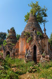 Ruines des pagodas bouddhistes birmannes antiques Photo stock