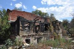 Ruines du feu abandonnées Images stock