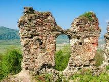 Ruines du mur défensif de la forteresse médiévale Khust, Ukraine image libre de droits