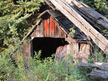 Ruines du petit bâtiment à la ferme Photographie stock