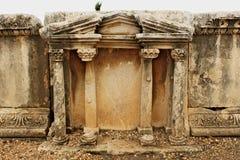 Ruines du théâtre dans le temple de Ba˜alat Gebal dedans par Photos libres de droits