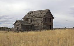Ruines en bois de maison abandonnées par vintage en Orégon image libre de droits
