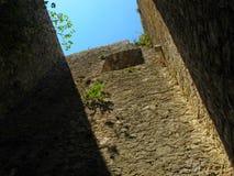 Ruines ensoleillées de château sur la côte adriatique Image libre de droits