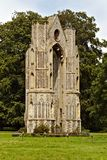 Ruines est de fenêtre du ` s de prieuré d'abbaye de Walsingham photos libres de droits