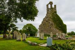 Ruines et cimetière d'église photo stock
