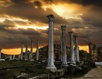 Ruines et colonnes antiques dans la ville antique des salamis dans Fama Photographie stock libre de droits