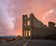Ruines et coucher du soleil de rhyolite Photos stock