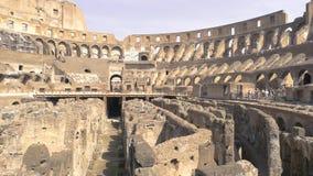 Ruines et personnes de Colosseum banque de vidéos