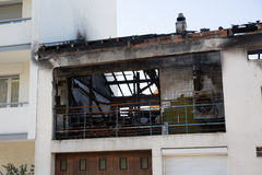 Ruines et restes de l'brûlé en bas de la maison Photos libres de droits