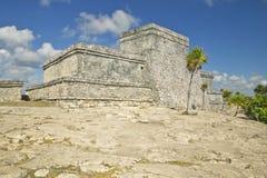 Ruines maya de Ruinas de Tulum (ruines de Tulum) dans Quintana Roo, péninsule du Yucatan, Mexique El Castillo est décrit à l'arri Images stock