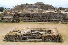 Ruines maya de ville en Monte Alban près de ville d'Oaxaca Image libre de droits