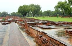 Ruines monastry antiques dans le sarnath, Inde Photo stock