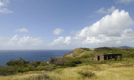 Ruines par le rivage d'une île Photos libres de droits