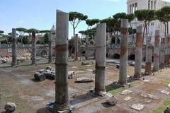 Ruines près de Colonna Traiana à Rome, Italie Images stock