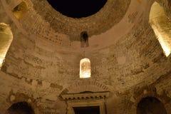 Ruines romaines dans la vieille ville de la fente, Croatie Photos stock