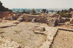 Ruines texturisées de pierre avec peu de mur Photo stock
