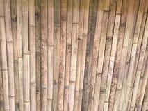 Ruiniert durch Wetter der Bambuswand der flachen Blätter im vollen Rahmenschuß lizenzfreie stockfotografie