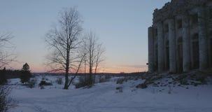 Ruiniert Kirche der Heiligen Dreifaltigkeit im Dorf von Pyataya Gora, Volosovsky-Bezirk, Leningrad-Region Wintervideo an stock video