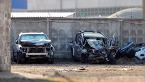 Ruinierte Autos nach Straßenzusammenstoß Stockfotografie