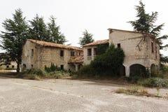 Ruinierte Gebäude in verlassenem Kloster Lizenzfreie Stockbilder