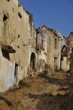 Ruinierte Straße in einer Geisterstadt Stockbilder