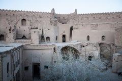 Ruinierte traditionelle Häuser des luftgetrockneten Ziegelsteines Stockbilder