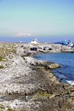 Ruinierter Öltanker unter dem vulcan Stockfotografie