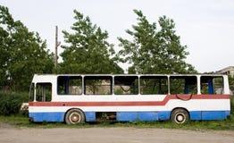 Ruinierter Bus Stockfoto