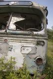 Ruinierter Bus auf dem Gebiet Lizenzfreie Stockfotografie