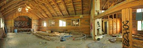 Ruinierter Innenraum von einem Ordenshus (beleuchtet Bestellungen bringen, ein Treffpunkt von schwedischen Mäßigkeitsgesellschaft Lizenzfreie Stockfotos