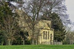 Ruinierter Tempel der Freundschaft auf Hawkwell-Feld in Stowe, Buckinghamshire, Gro?britannien lizenzfreies stockfoto