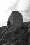 Ruinierter Turm auf dem Hintergrund des Himmels Rebecca 6 Lizenzfreies Stockfoto