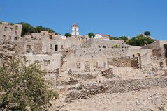 Ruiniertes Dorf auf Tilos-Insel Stockbilder
