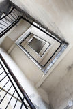 Ruiniertes Treppenhaus in einem Altbau Lizenzfreies Stockbild
