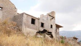 Ruiniertes und verlassenes Haus, Kreta, Griechenland stock footage