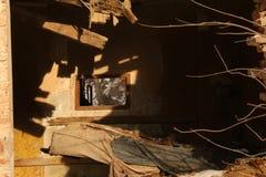 Ruiniertes Zeitraumhaus, das auseinander fällt stockfotos