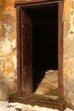 Ruiniertes Zeitraumhaus, das auseinander fällt stockbild