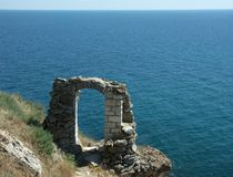 Ruins of an ancient stone arch. (Kaliakra - Bulgaria Royalty Free Stock Image