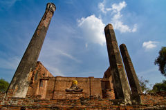 Ruins of ancient temple and buddha statue Royalty Free Stock Photos