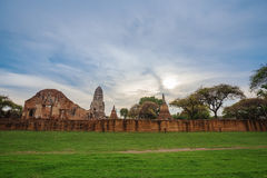 Ruins of buddha statues and pagoda of Wat Ratcha Burana in Ayutt Stock Photos