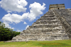 Ruins at Chichen Itza. Beautiful sunny day at Chichen Itza, most famous mexican ruins Stock Images