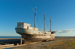 Ruins of an old fishing boat. Royalty Free Stock Photos