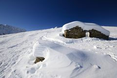 Ruins of an old pasture hut in winter Royalty Free Stock Photos