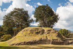 Ruins of the pre-hispanic Mayan town Iximche Royalty Free Stock Photography