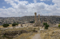 Ruins of roman Temple of Hercules on the Amman citadel with city Royalty Free Stock Photo